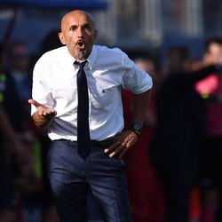 Head coach Luciano Spalletti of Internazionale in action during the Serie A match between FC Crotone and FC Internazionale at Stadio Comunale Ezio Scida on September 16, 2017 in Crotone, Italy.