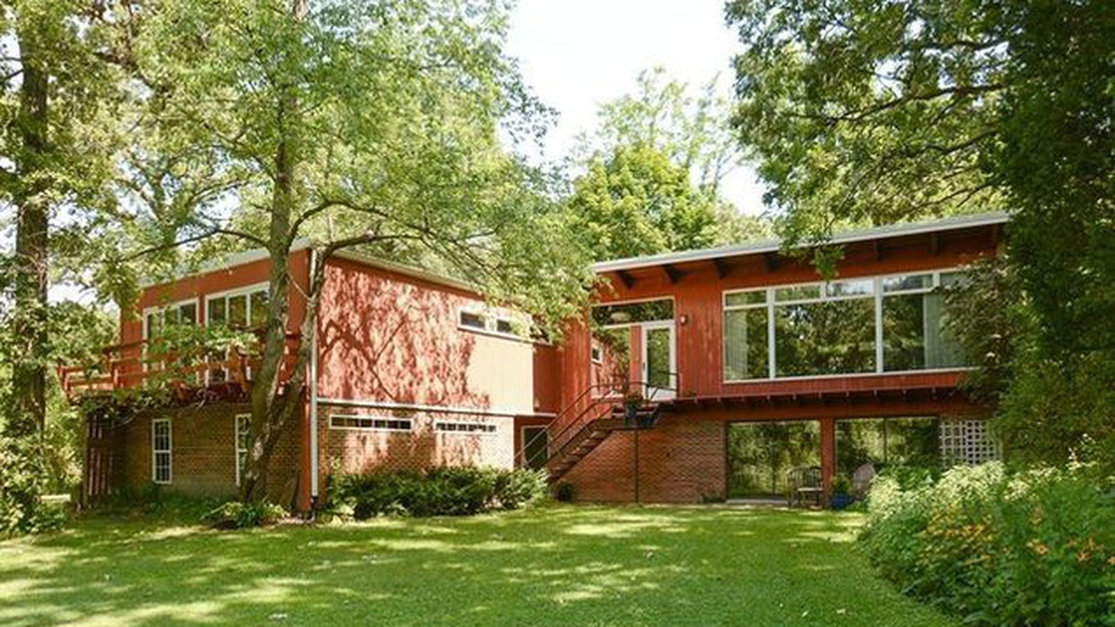 Walnut paneled palos mid century on two acres wants 449k Century home builders