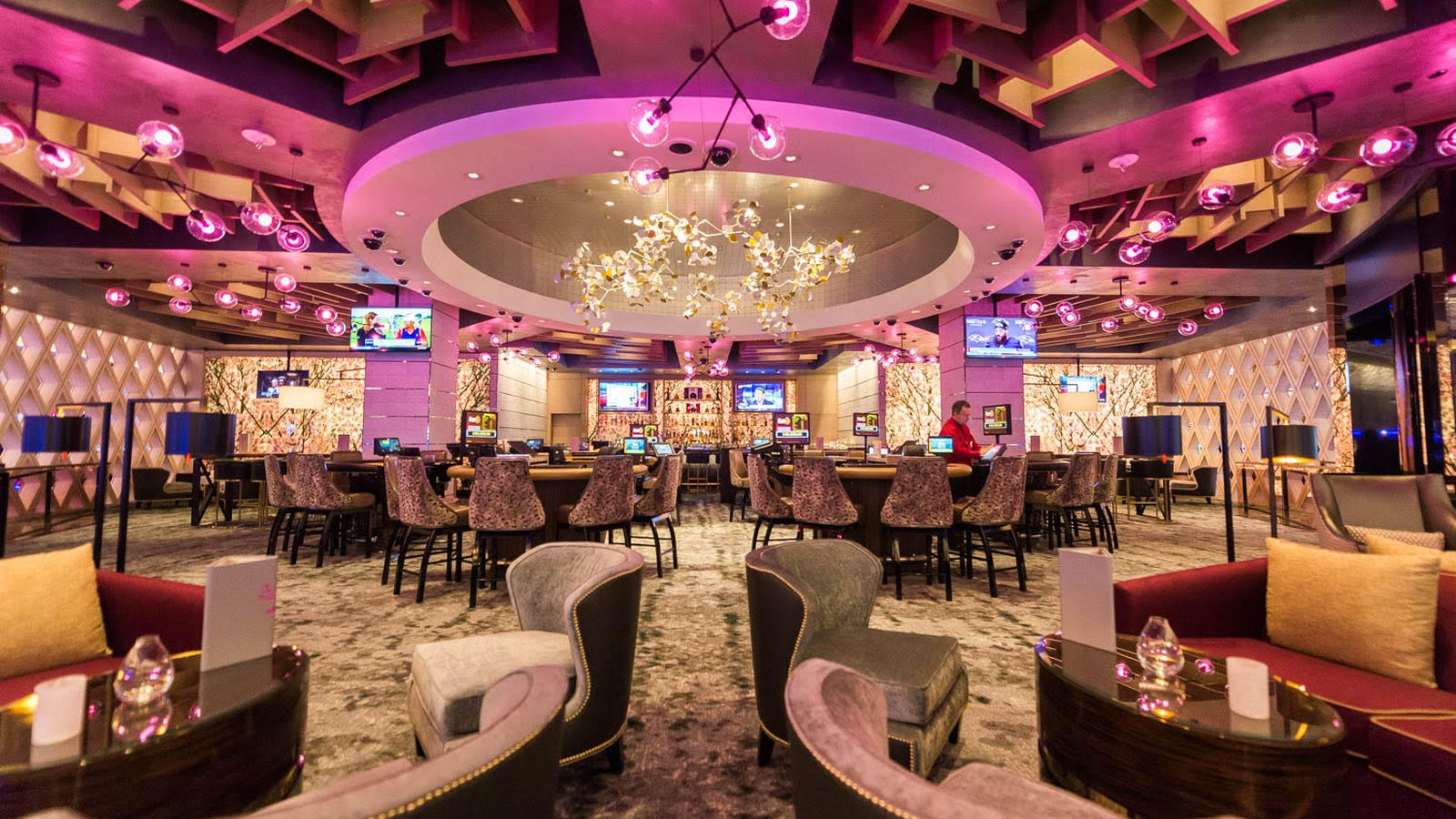 MGM Casino's Cocktail Lounges Take Some Tips From Las Vegas