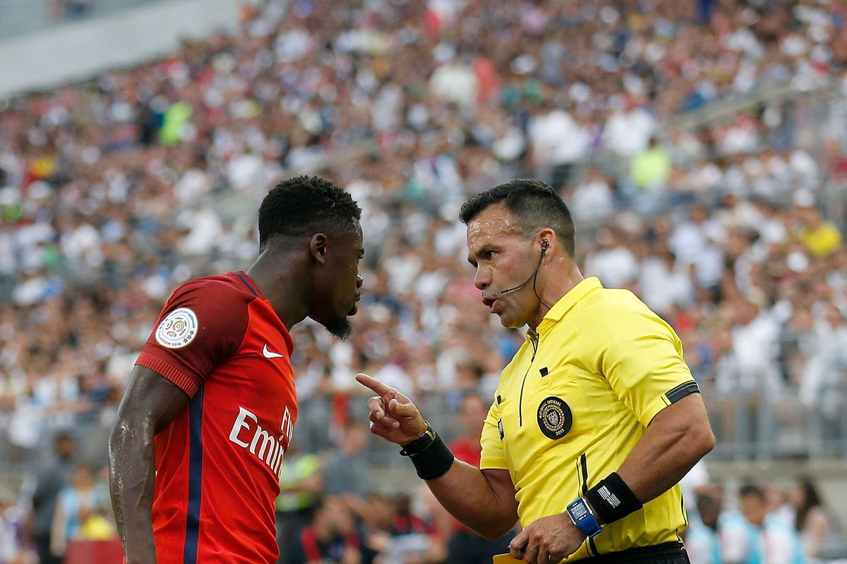 Manchester City join race for PSG defender Serge Aurier