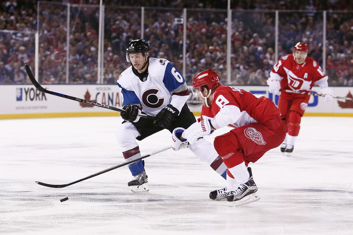 Red Wings' Darren Helm leaves game with injury