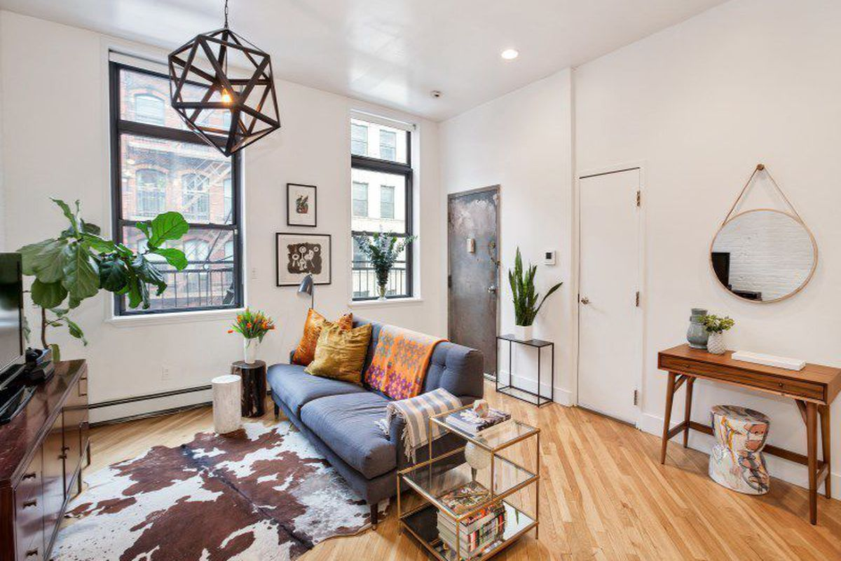 Bright and cozy tribeca loft wants curbed ny for Tribeca loft for sale