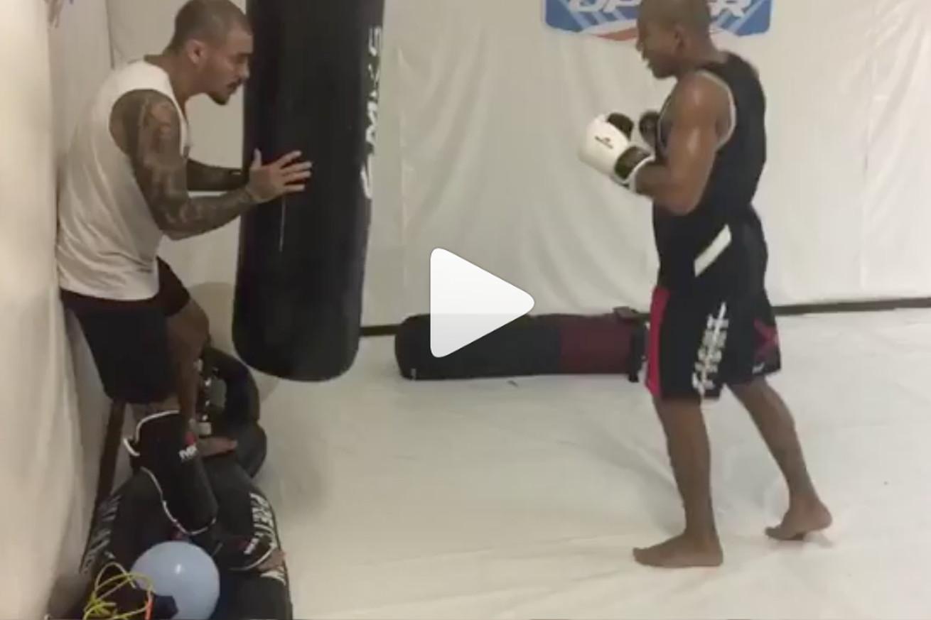community news, Video: Jose Aldo destroys heavy bag with violent leg kicks, please watch and gawk accordingly