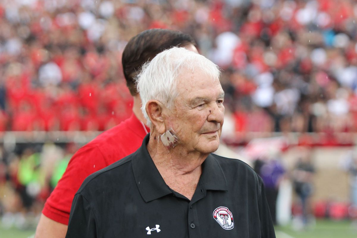 Spike Dykes, former coach at Texas Tech, dead at 79