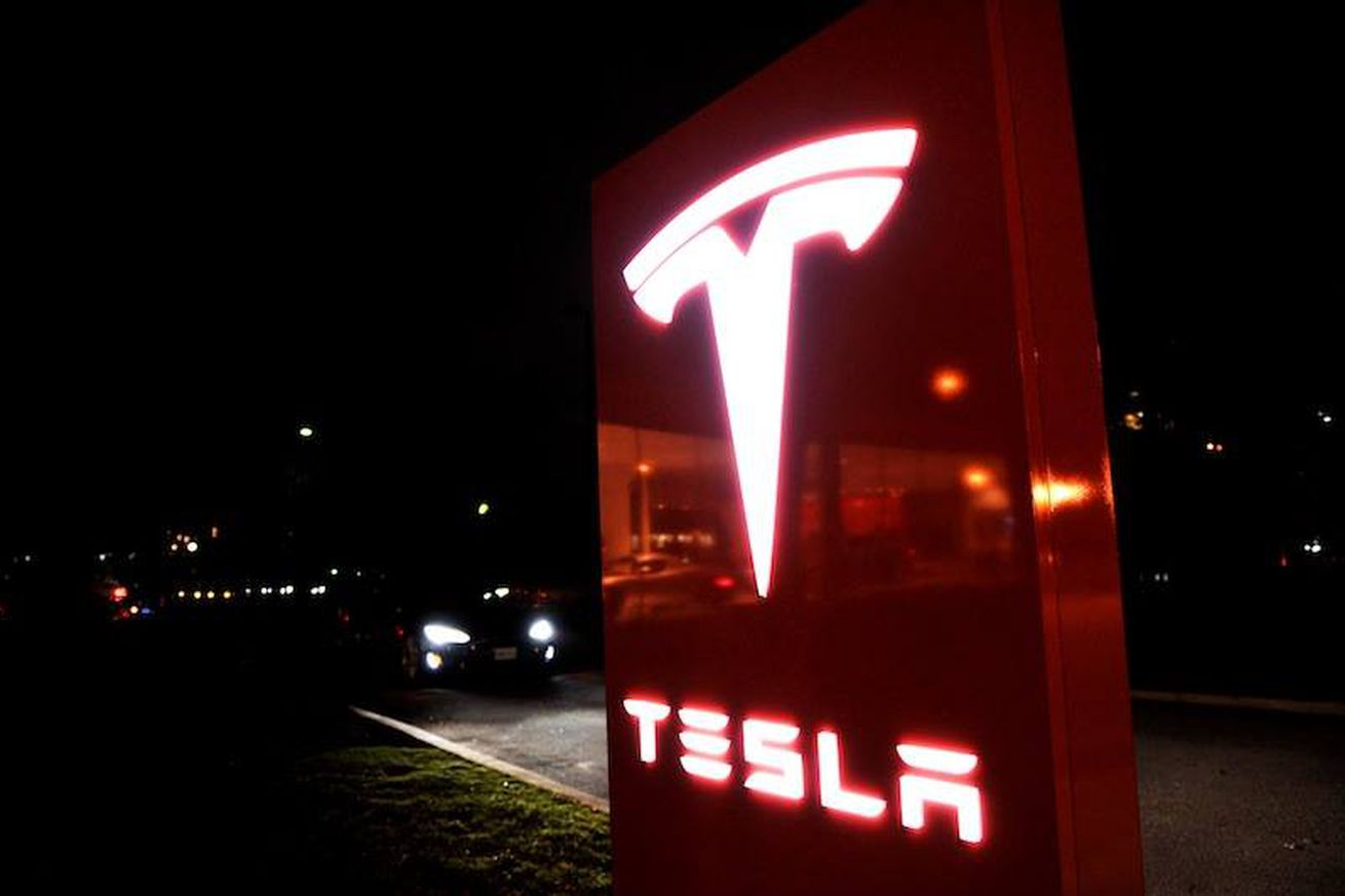 The Verge 2016 tech report card: Tesla