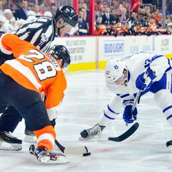 Tyler Bozak breaks his stick during a face-off with Claude Giroux