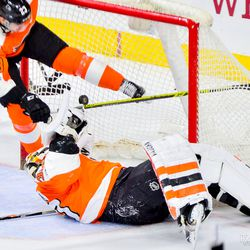 Brandon Manning trying (and failing) to help Neuvirth out
