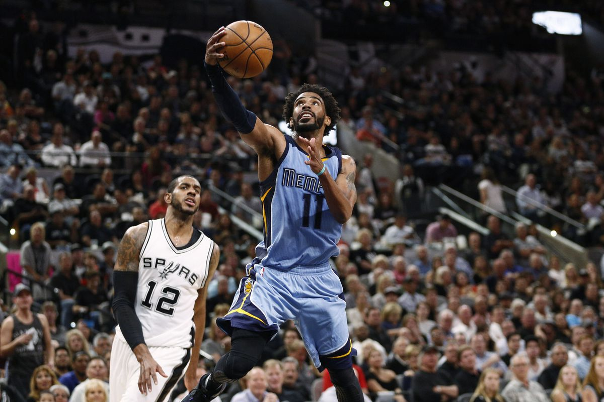Leonard's 37 points lead Spurs by Grizzlies 96-82