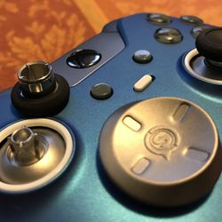 The thumbsticks can be pulled off and replaced with a variety of different heights and designs.