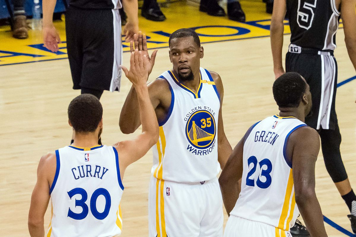 Warriors trash Spurs in Game Two blowout