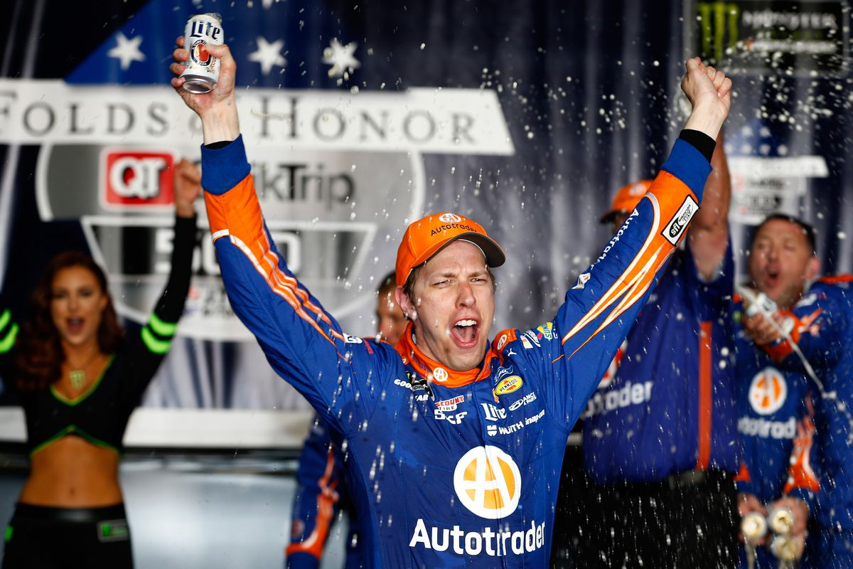 Brad keselowski wins 2017 folds of honor quiktrip 500 at for Atlanta motor speedway fair 2017