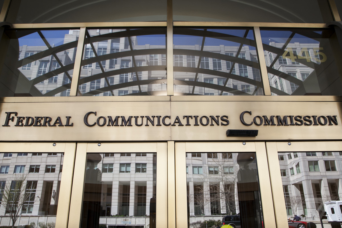 Reporter says he was roughed up by security guards at FCC