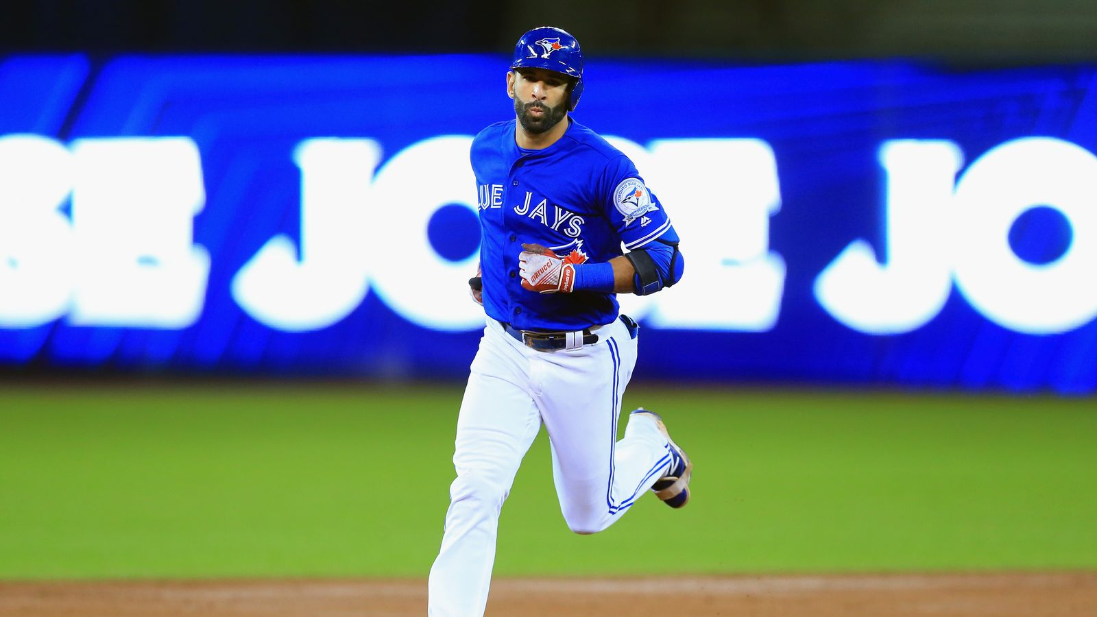 Jose Bautista signs one-year deal to return to Blue Jays