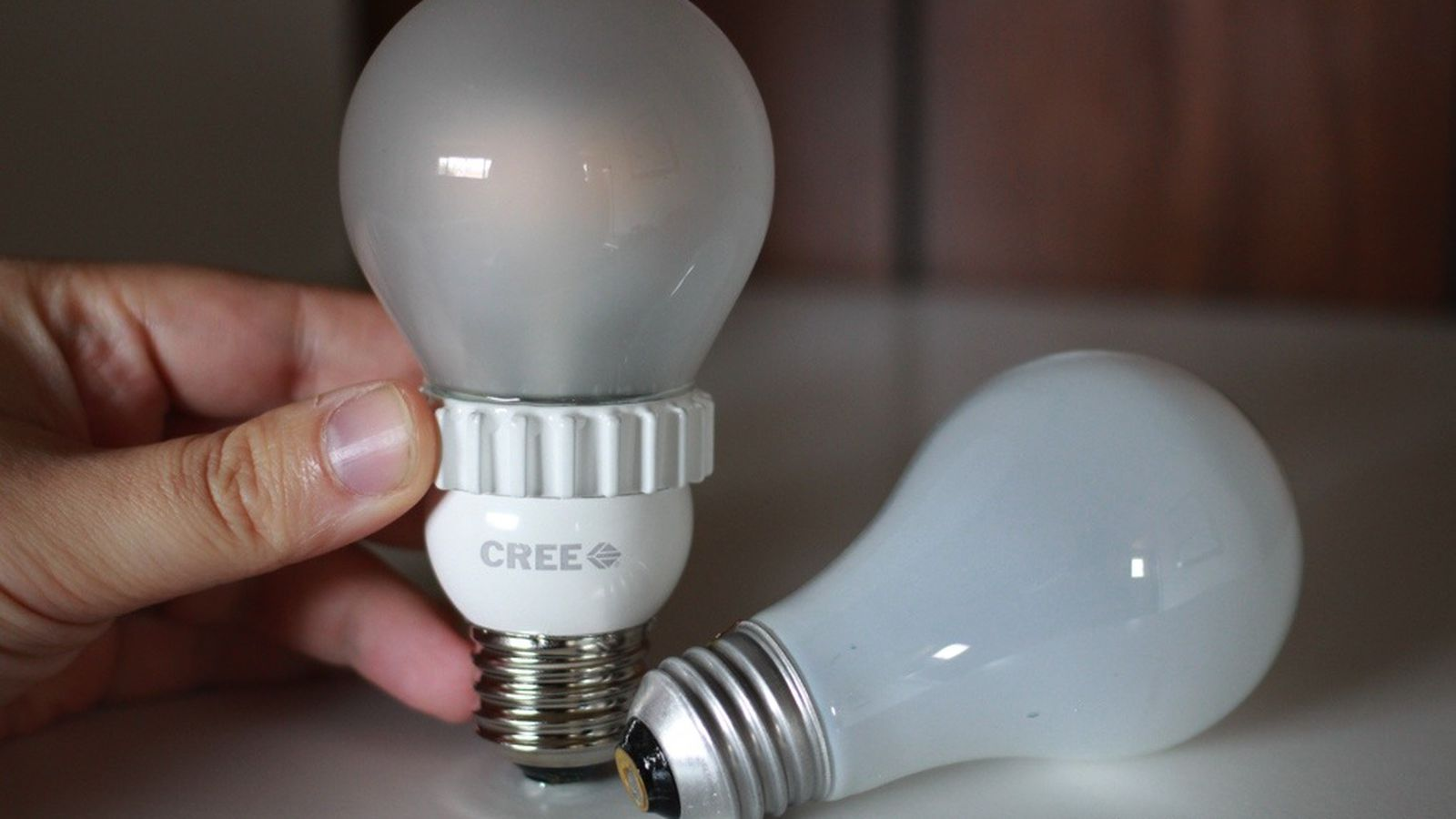 Cree's $13 LED light bulb is the best yet, looks and feels ...