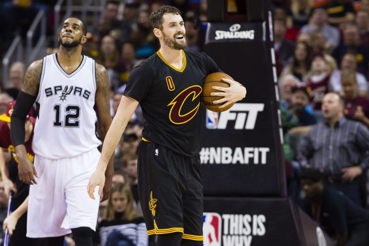 Andrew Bogut breaks leg in Cleveland Cavaliers NBA debut against Miami Heat