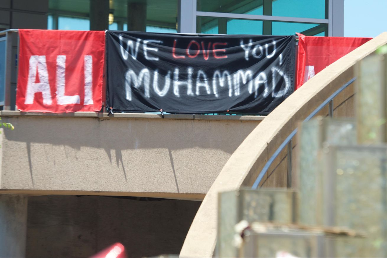 No. 10 Louisville honors Ali during game vs. Florida State