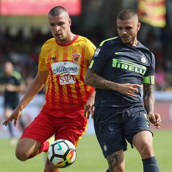Berat Djimsiti (L) of Benevento competes for the ball with Mauricio Icardi of Inter during the Serie A match between Benevento Calcio and FC Internazionale at Stadio Ciro Vigorito on October 1, 2017 in Benevento, Italy.