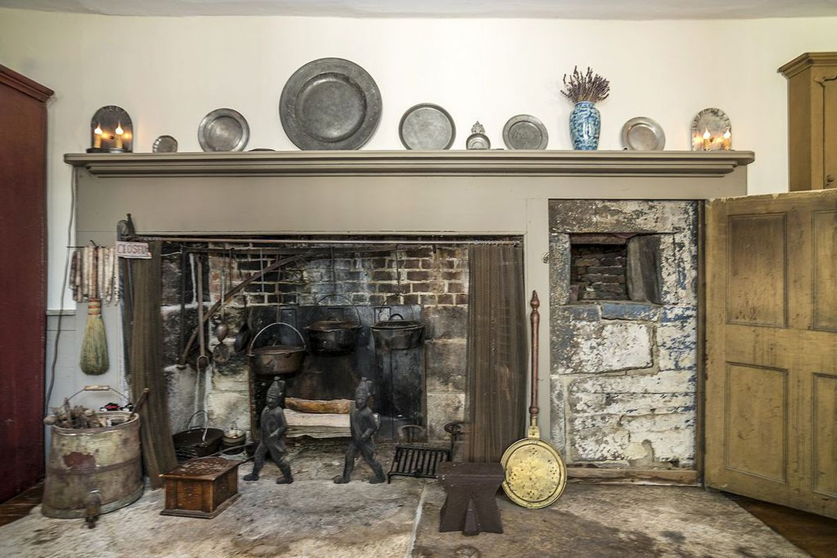 We didn't start the fire - 4 Colonial Homes With Cooking Fireplaces For Sale Right Now - Curbed