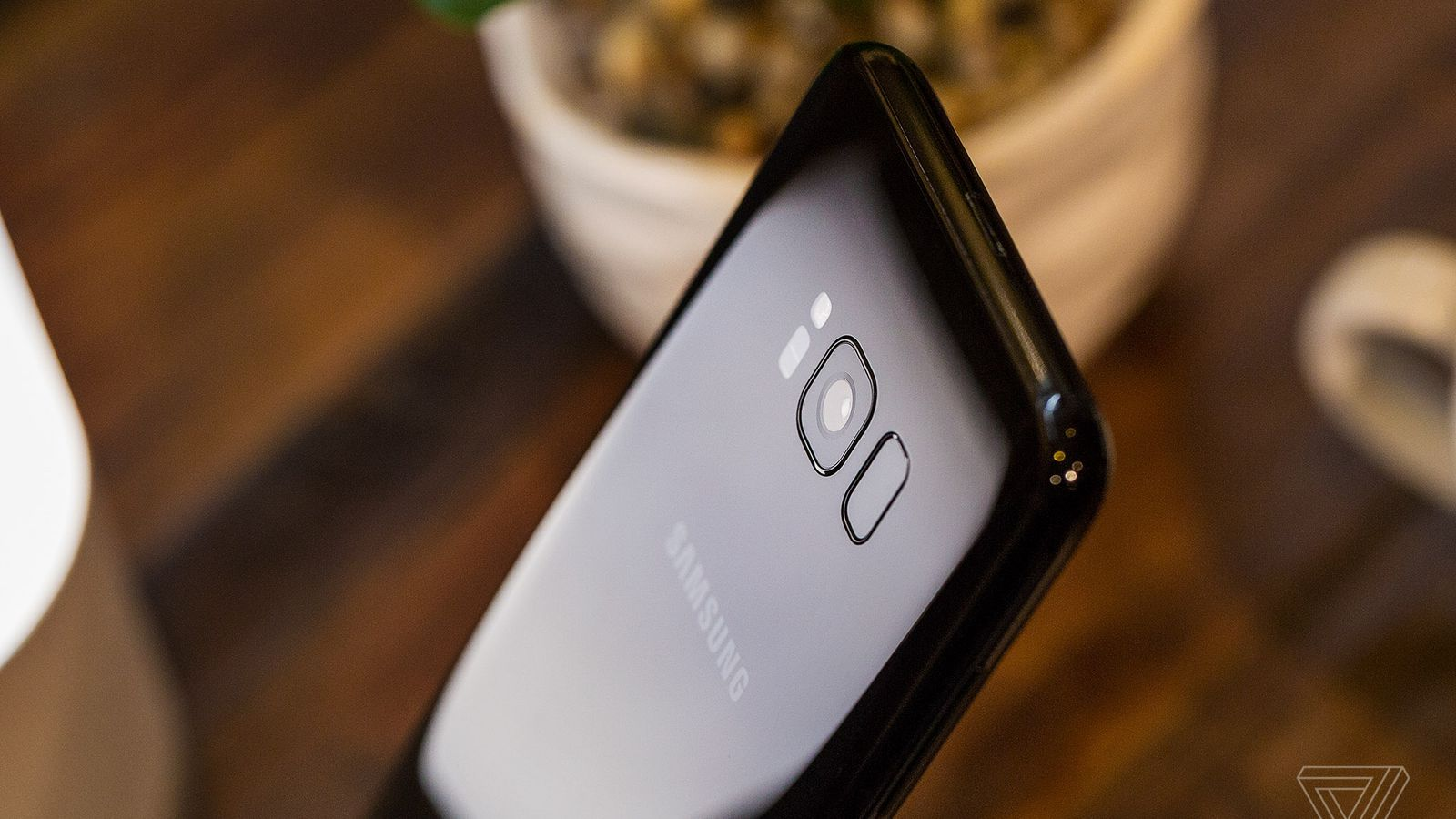 how to change clock on s8