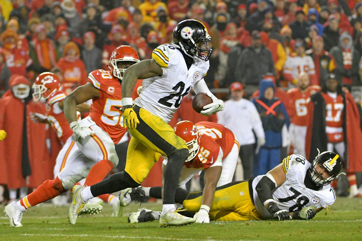Steelers Reportedly Place Franchise Tag on Le'Veon Bell