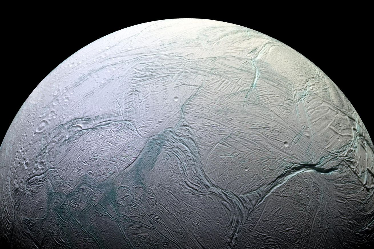 NASA finds more evidence that the ocean on Enceladus could support alien life