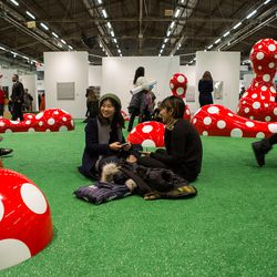 Yayoi Kusama's <em>Guidepost to the New World </em> at the Armory Art Fair 2017.