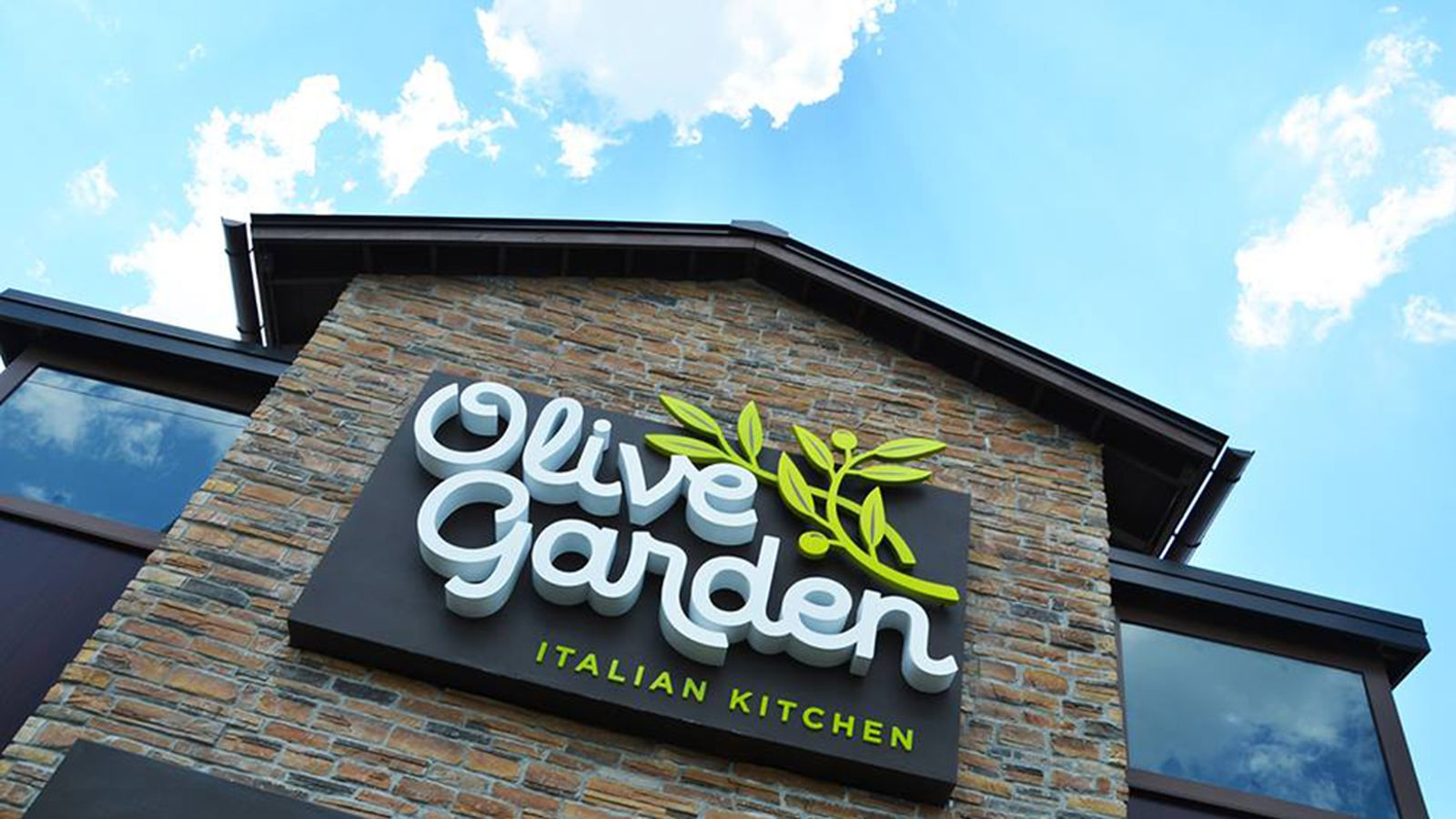 Unlimited breadsticks usher in new era of growth for olive garden darden eater for Olive garden houston locations