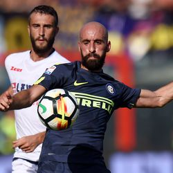 Borja Valero (R) of Internazionale holds off the challenge from Andrea Barberis of Crotone during the Serie A match between FC Crotone and FC Internazionale at Stadio Comunale Ezio Scida on September 16, 2017 in Crotone, Italy.