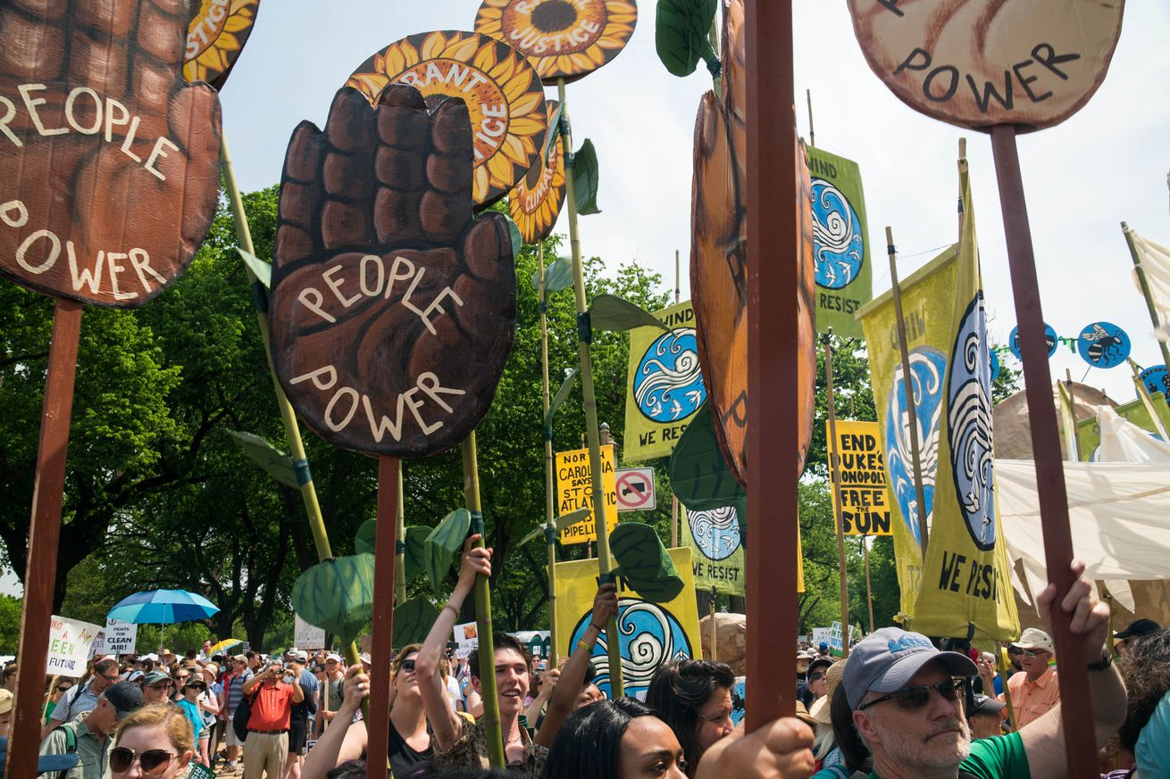 Thousands march in Chicago to protest climate policies
