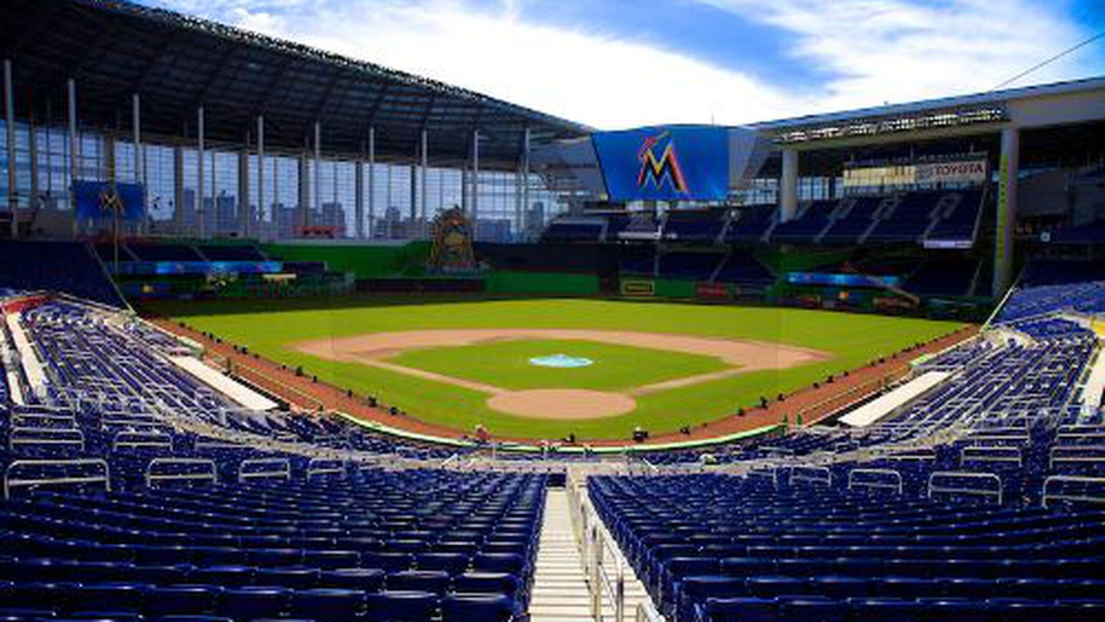 What to eat at marlins park eater miami for Marlins fish tank
