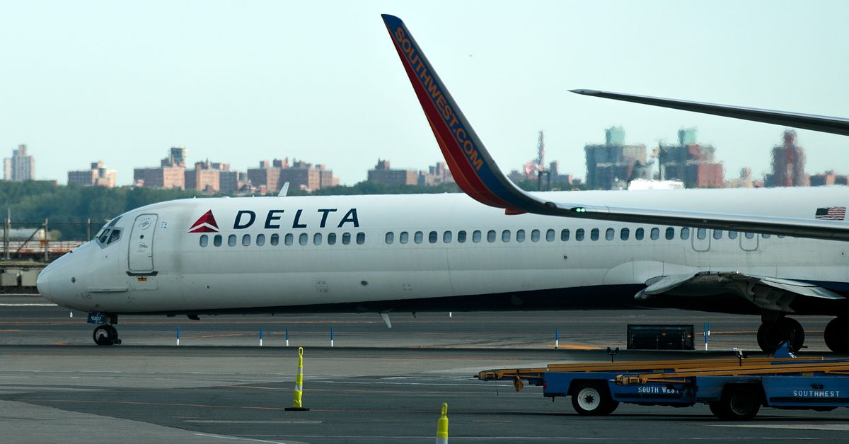 photo image Delta will automatically check in passengers with its mobile app