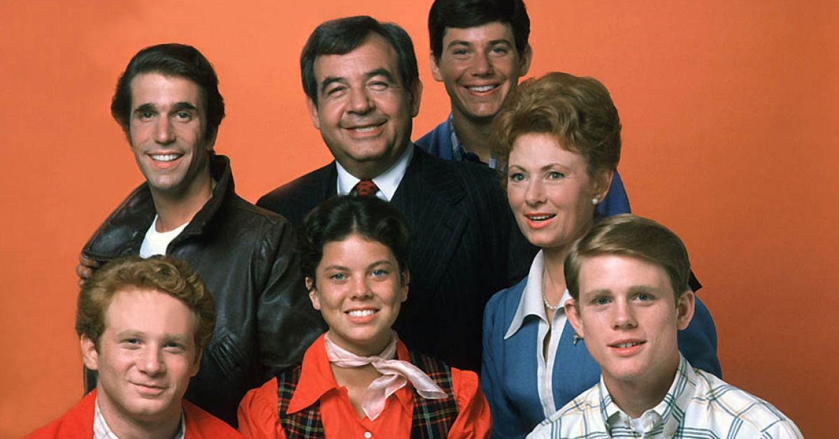 1950s happy days Happy days is a sitcom that aired from 1974 to 1984 on abc created by garry marshall, the series showcased an idealized vision of life in mid-1950s to mid-1960s america.
