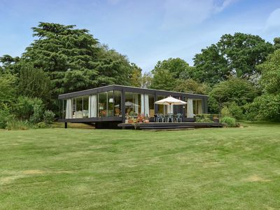 Historic ?floating? glass house in England asks $1.6M
