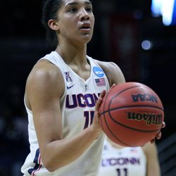 UConn's Gabby Williams (15) at the free throw line.