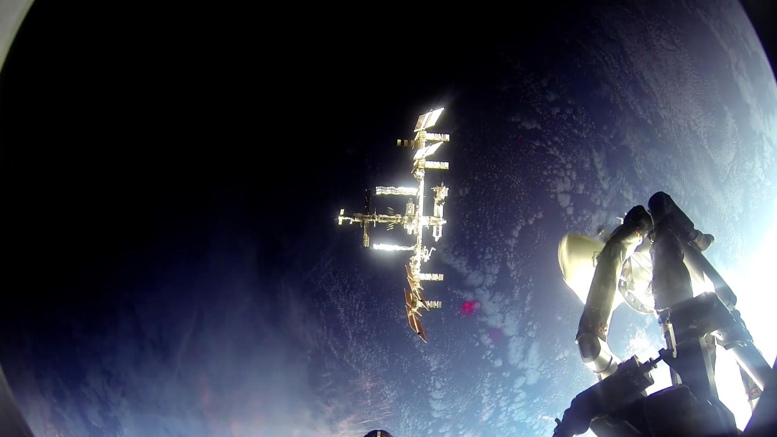astronaut iphone dock - photo #14