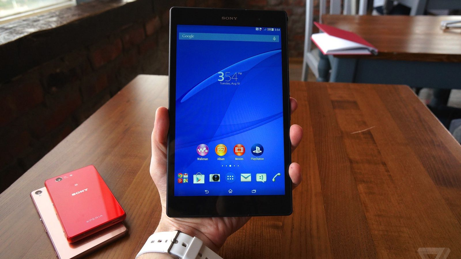 a closer look at sony s sleek new xperia z3 and z3 tablet compact a closer look at sony s sleek new xperia z3 and z3 tablet compact the verge