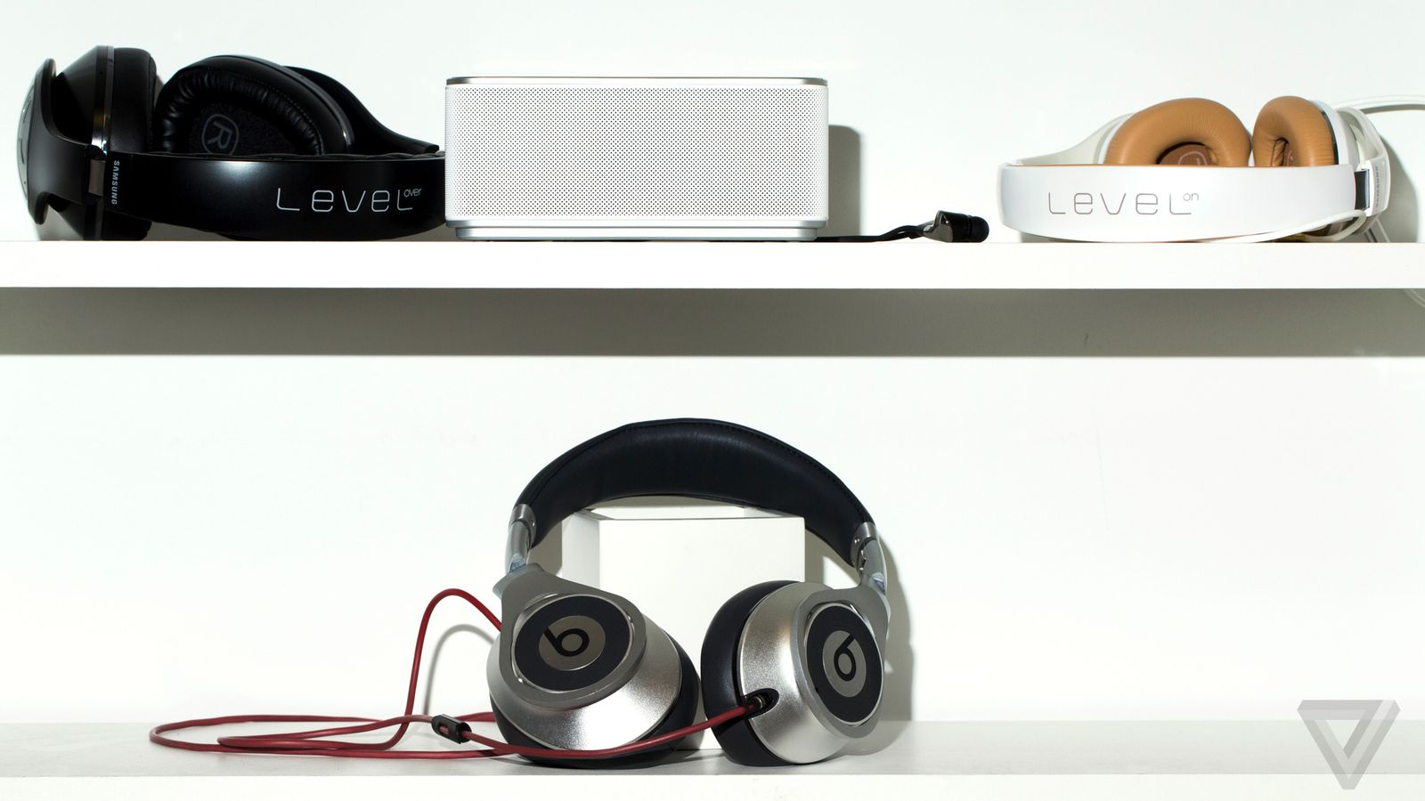 listening to level can samsung do headphones better than beats the verge. Black Bedroom Furniture Sets. Home Design Ideas