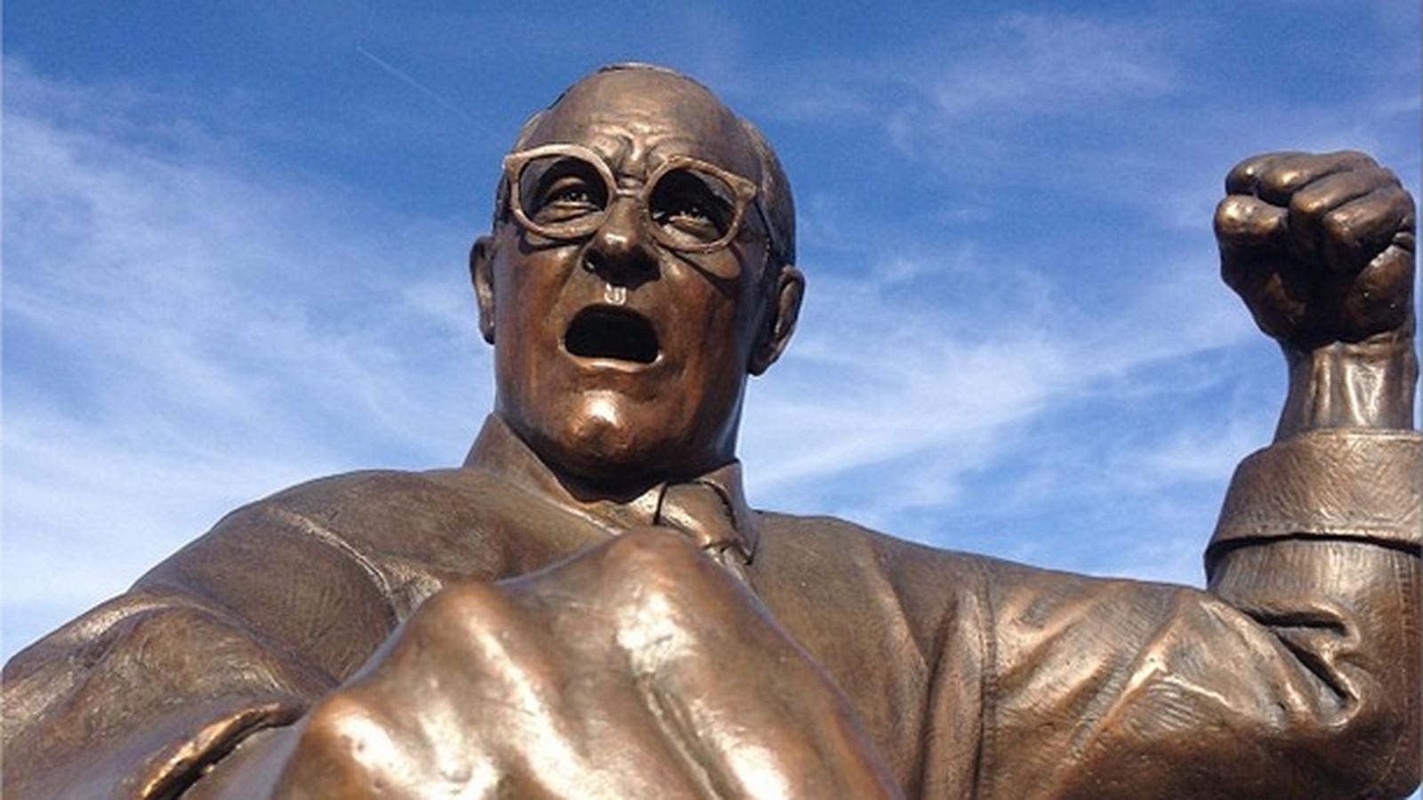 Dan_gable_statue.0