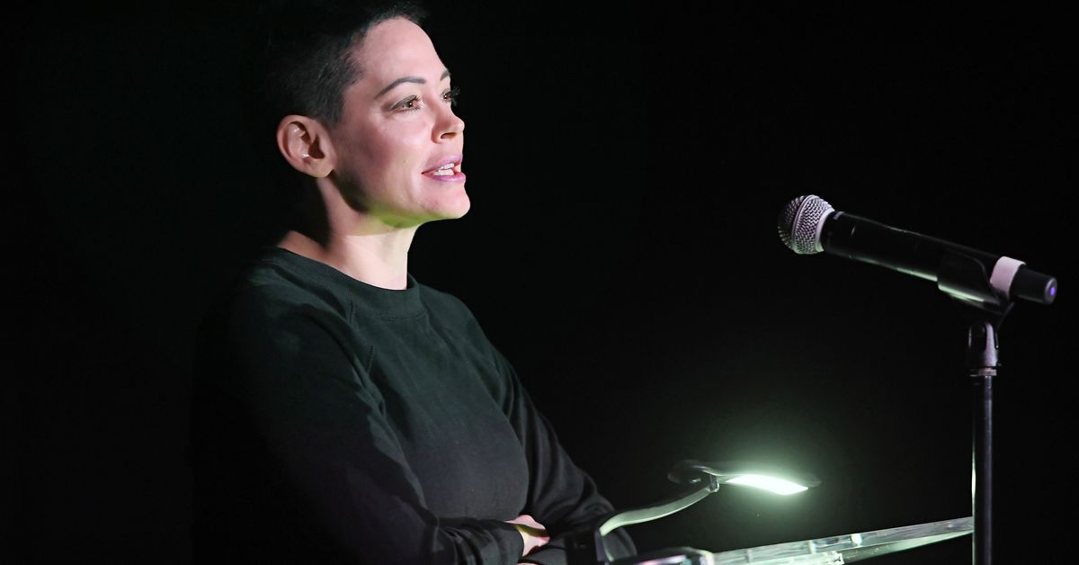 Rose McGowan temporarily blocked from Twitter after Weinstein tweets