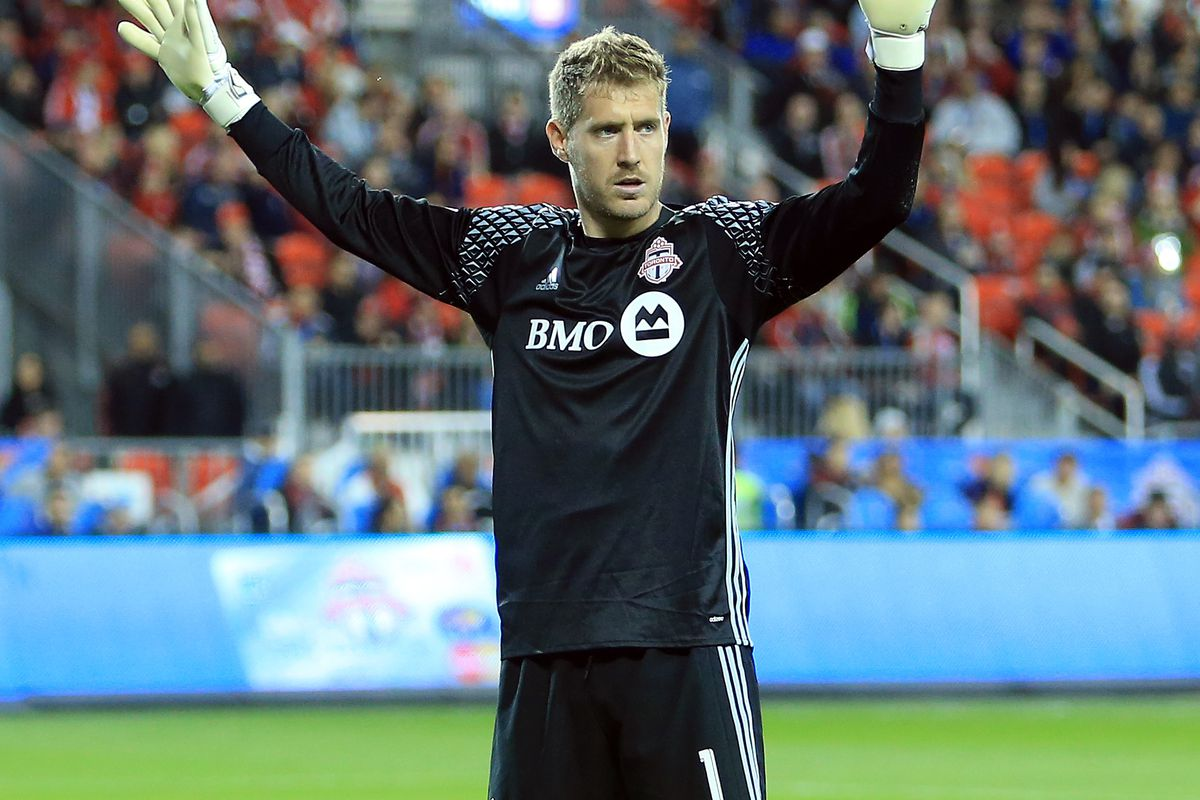 10-man Atlanta United holds on to tie Toronto FC 2-2