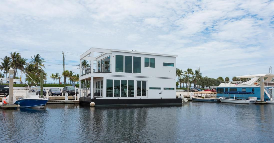 Modern Houseboat Luxuria Asks 1 5m Curbed Miami