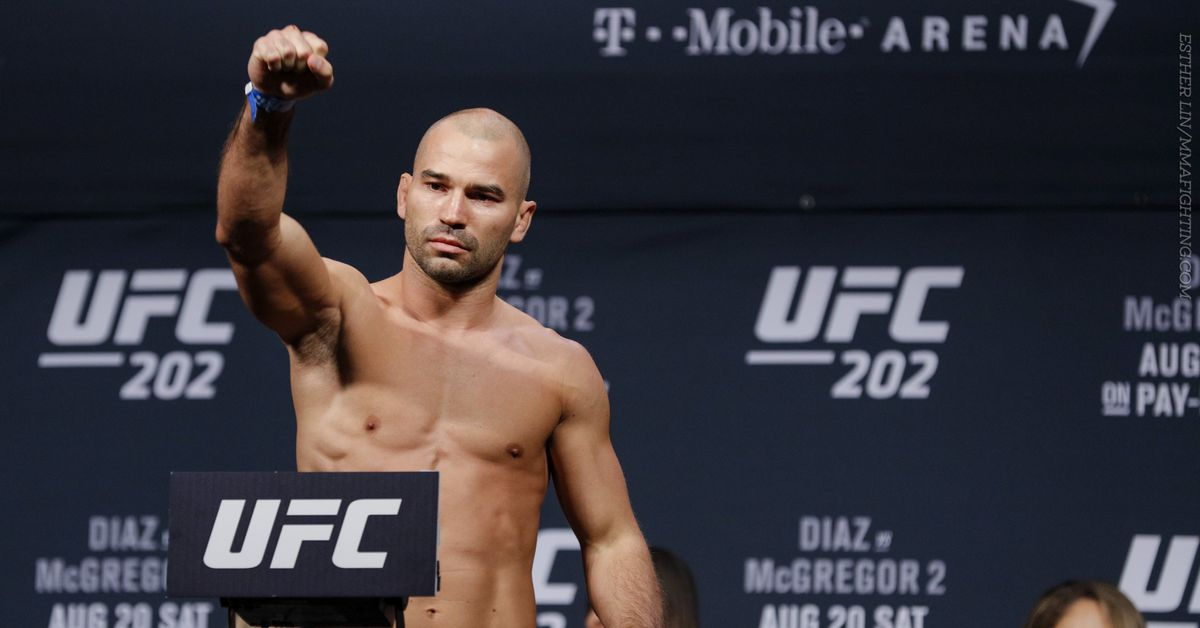 Artem Lobov doesn't see Floyd Mayweather Jr. making it past the sixth round against Conor McGregor