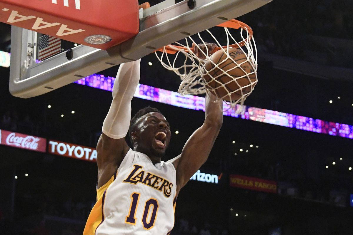 Tyler Ennis scores 19 points, Lakers top Spurs 102-95