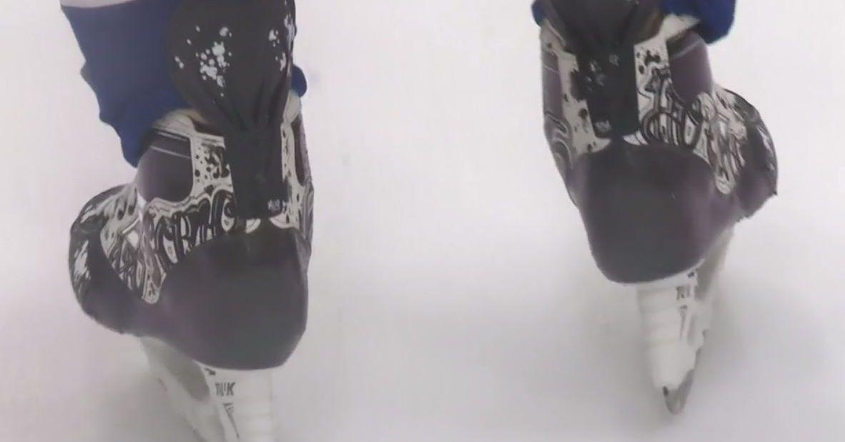 Ho_sang_skates_on_ice