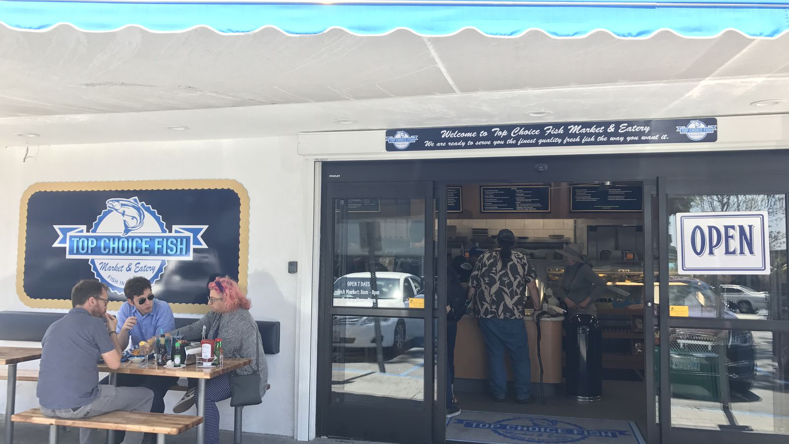 Fresh seafood market eatery sails into north county for Fresh fish market houston
