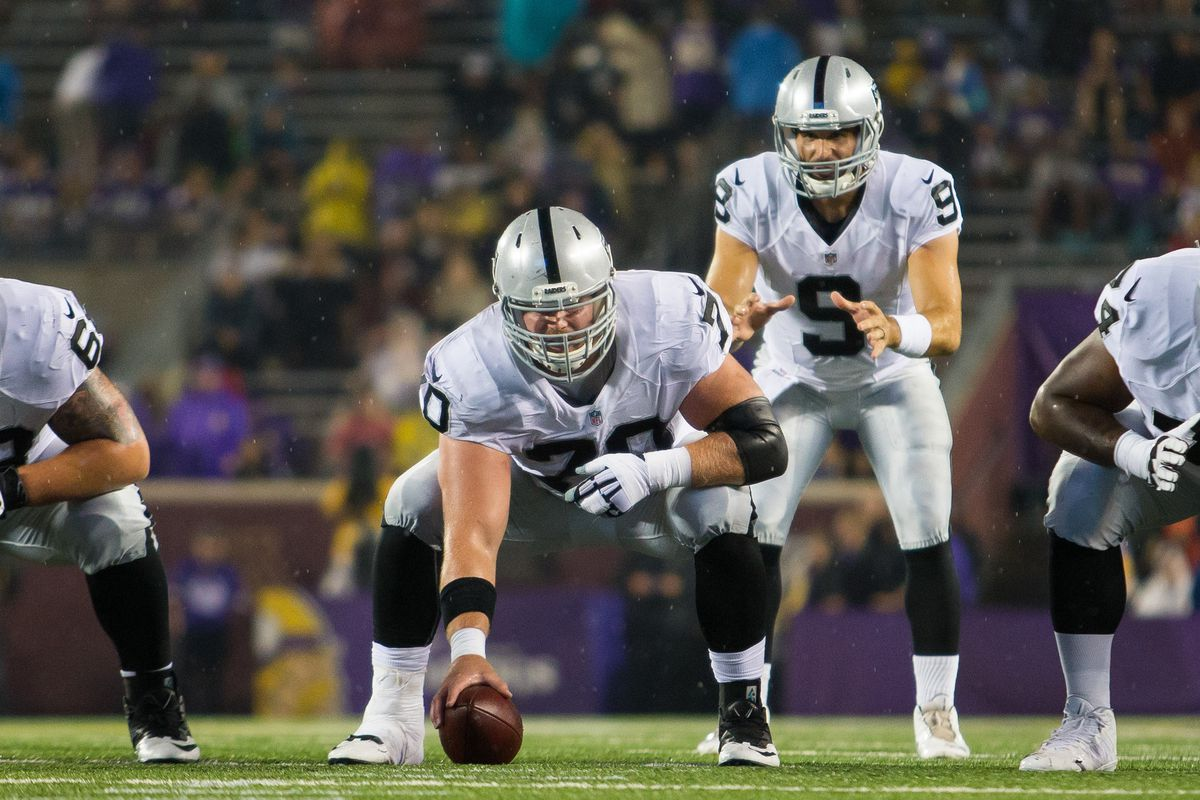 Cardinals sign offensive lineman Tony Bergstrom