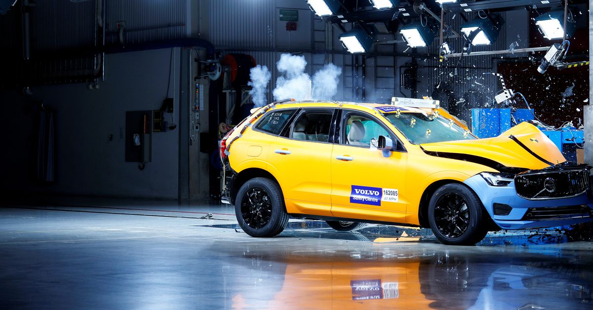 watch the new volvo xc60 survive some nasty crash tests the verge. Black Bedroom Furniture Sets. Home Design Ideas