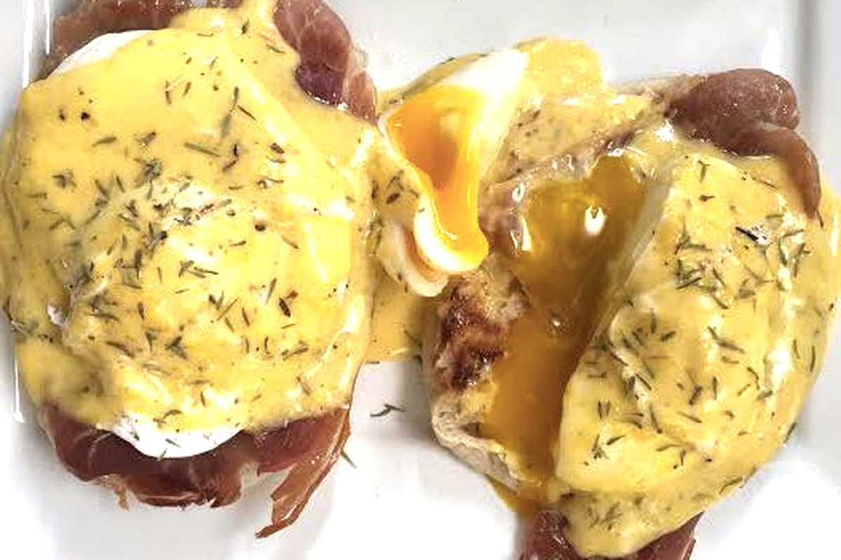 How to cook eggs Benedict, the most delicious breakfast on Earth ...