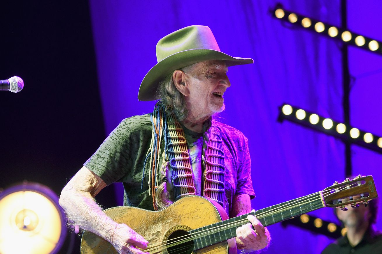 community news, Willie Nelson approves of Nick and Nate Diazs new medicinal marijuana brands
