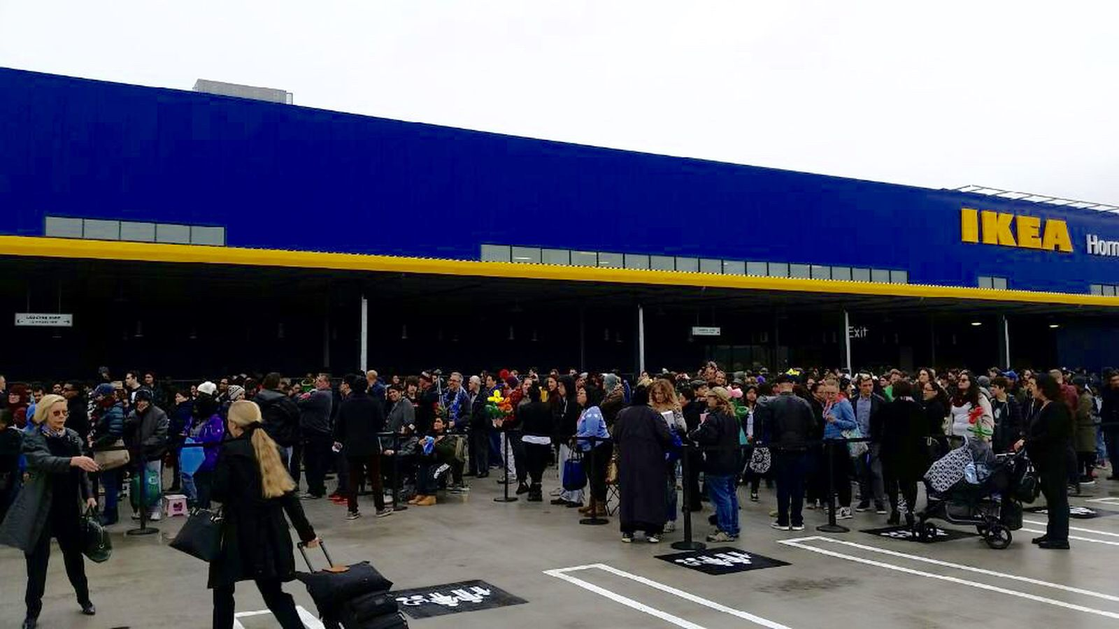 The biggest ikea in the u s is now open in burbank for Furniture stores in burbank